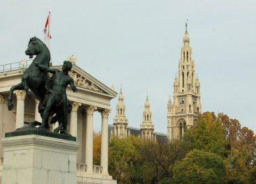 horse-tamer-statue