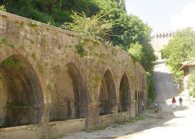 Porta della Fonti