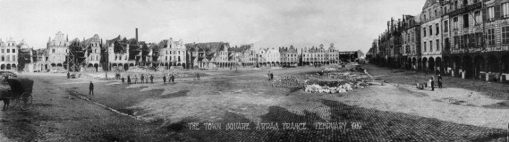 Vue-Grand-Place-dArras-fevrier-1919.ws