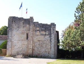 France_-_Charente_-_Montignac_-_Le_donjon a